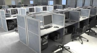 デスクとパソコンが並ぶオフィス