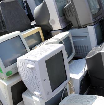 処分される前のパソコン