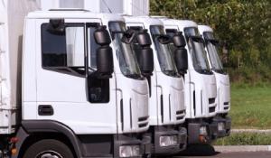 4台の回収用トラック