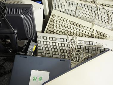 大量のパソコン