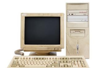 使い古して色あせたパソコン